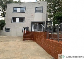 5808 14th St NW,Washington,District Of Columbia 20011,5 Bedrooms Bedrooms,2 BathroomsBathrooms,Apartment,14th ,1180