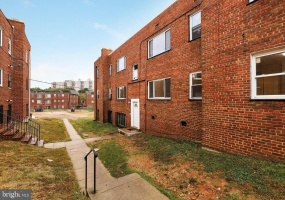 4240 6th St SE,Washington,District Of Columbia 20032,4 Bedrooms Bedrooms,1 BathroomBathrooms,Apartment,6th,1184